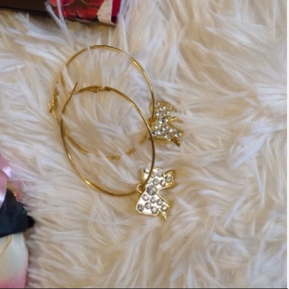 Jewelry - ✨Gold Bling Bow Hoops✨
